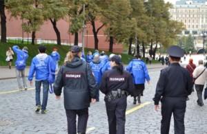 Полиция сопровождает нашу группу на Красной площади