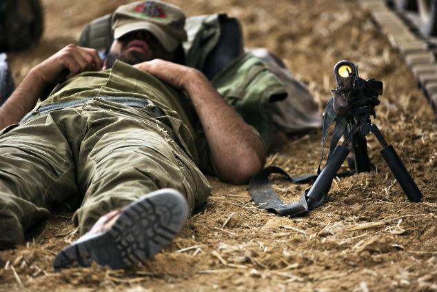 Солдат спит, война идет