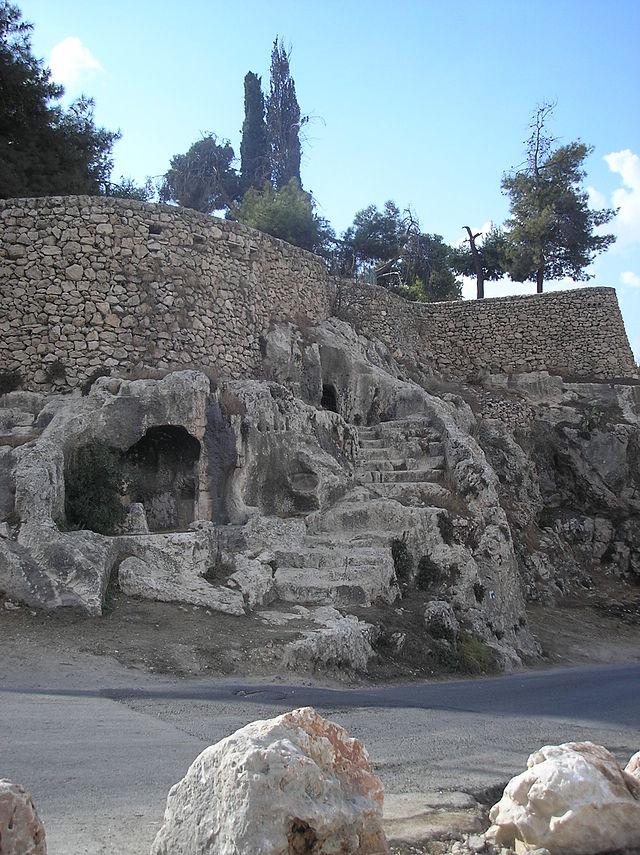 Древние могилы Геенома.