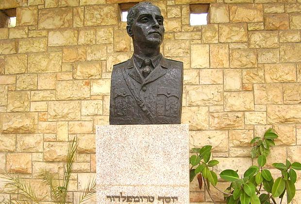 Бюст Иосифа Трумпельдора в Тель-Авиве